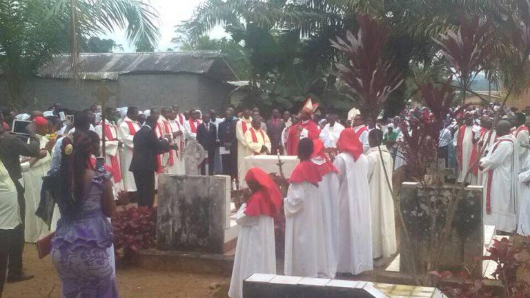 VIE RELIGIEUSE À AMBAM : LE DIOCÈSE D'EBOLOWA PRIE POUR SES MORTS.