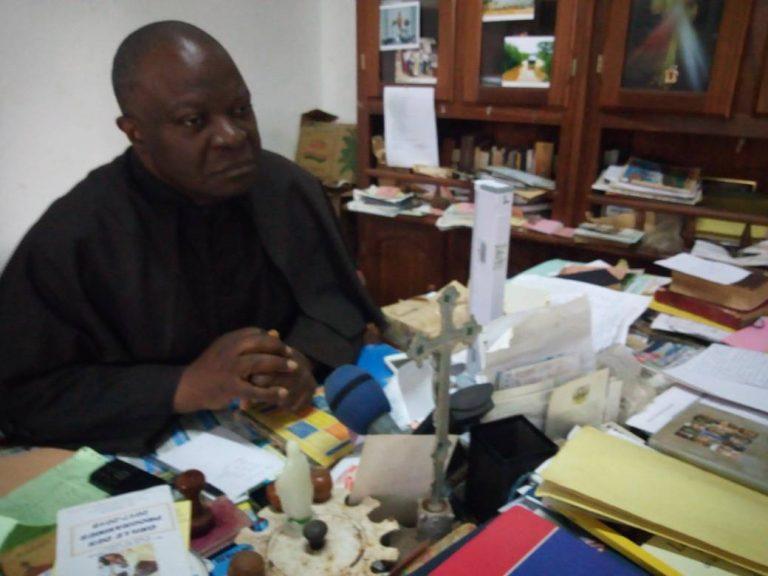 ASSASSINATS DES CHRÉTIENS EN RDC : Un prêtre camerounais s'insurge contre le traitement fait par AFRIQUE MEDIA.