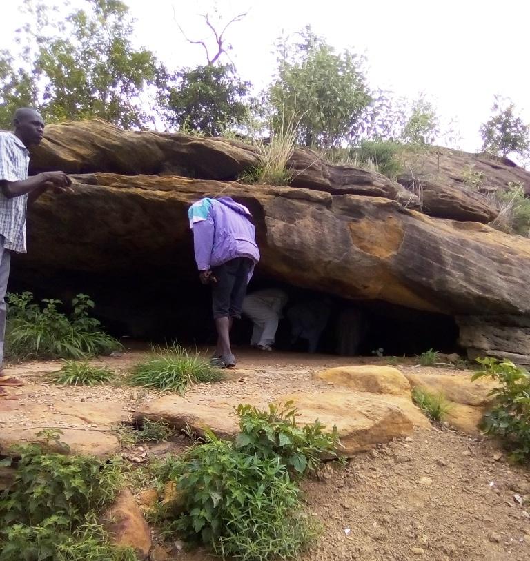 Grottes de Lowol-Gaou : Légendes et charmes d'une tranchée.
